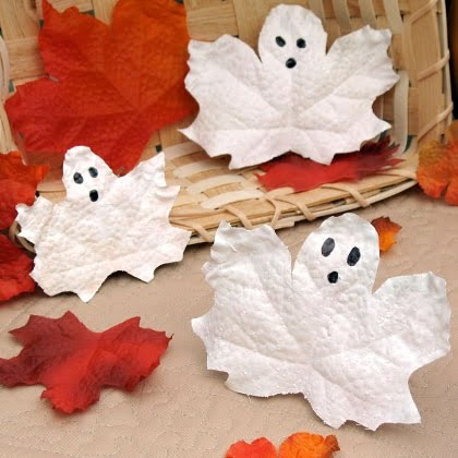 16 easy Halloween craft ideas for kids. Rosetta's Frosty Leaf Ghost for Halloween night party. Easy to make Halloween spooky decoration ideas. Halloween craft ideas for 4-5 years old kids. Preschool kids craft ideas for Halloween. DIY Halloween paper craft ghost ideas. Simple and scary Halloween décor ideas. Halloween night party decoration. Halloween spooky decoration lights for outdoor.