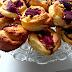 Bułeczki drożdżowe ze serem i truskawkami