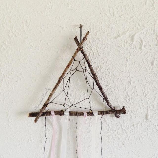 DIY Triangle Dreamcatcher