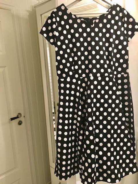 37422a8b9ced Det är sådana här klänningar som jag gärna har på mig om jag vill klä upp  mig för att göra något. Jag bara älskar 50 talsklänningar med vidd i  kjoldelen.
