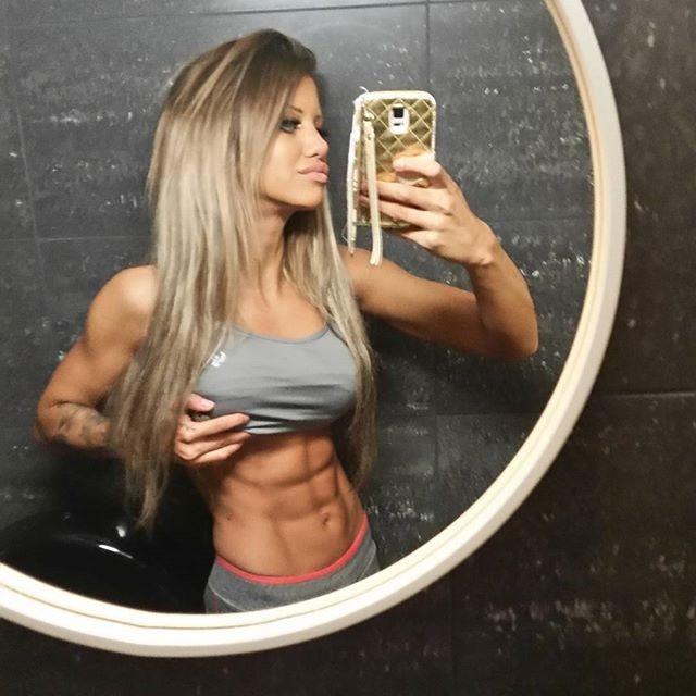 Fitness Model Sandra Reiche @6packsandra Instagram photos
