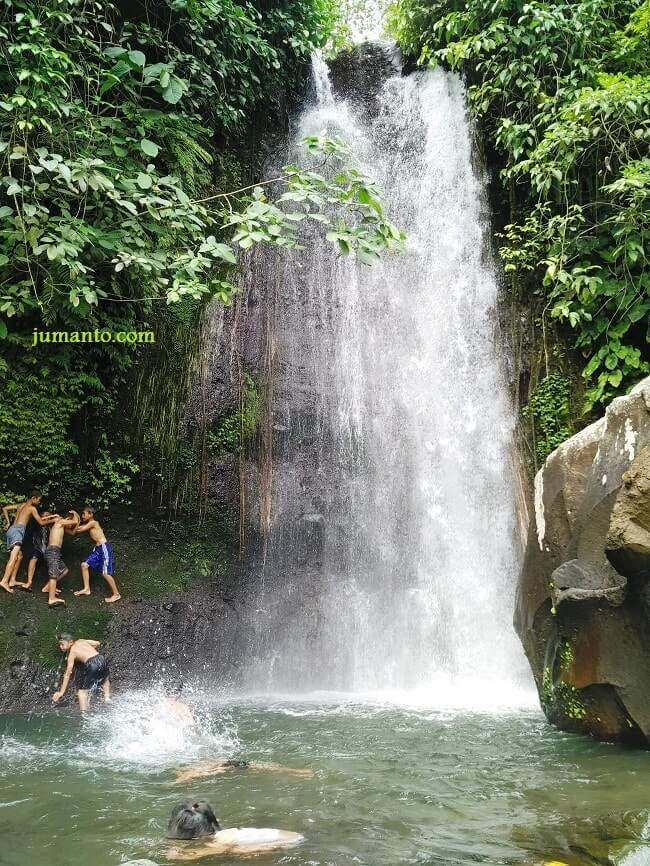 air terjun lamuran