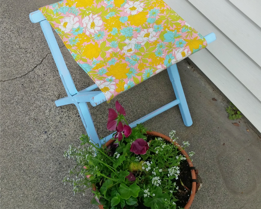 how to makeover a camp stool