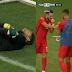 (Gambar & Video) Penjaga Gol Tunisia Pura-Pura Cedera Ketika Perlawanan Untuk Beri Peluang Pasukannya Berbuka Puasa