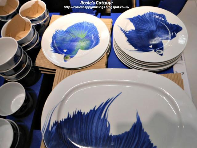 GILTIG dinner plates & side plates