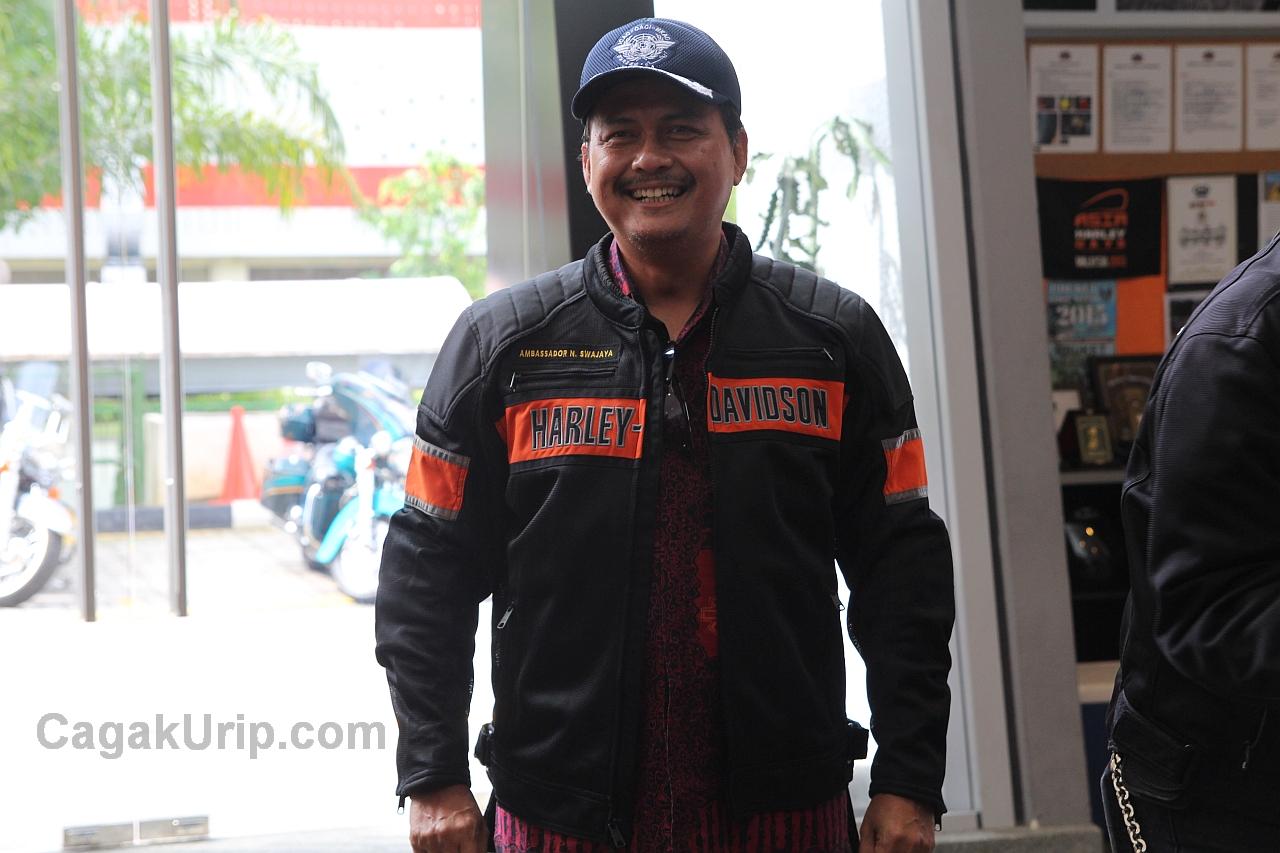 Bapak Dubes Ngurah Swajaya dengan Jaket barunya