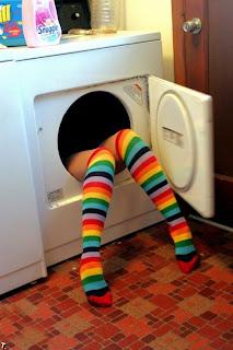 Piernas de mujer con medias de colores