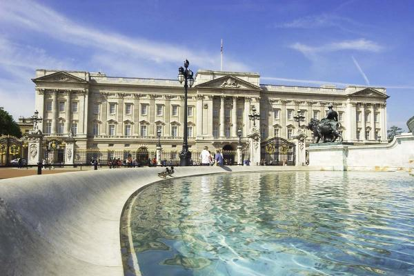 Buckingham Palace: Official Residence of Great Britannia Queen.