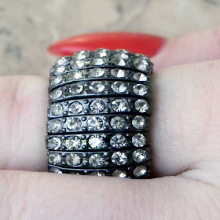 https://www.vintageandhandmadejewels.com/antique-silver-stretch-ring-of-diamante-18635-p.asp