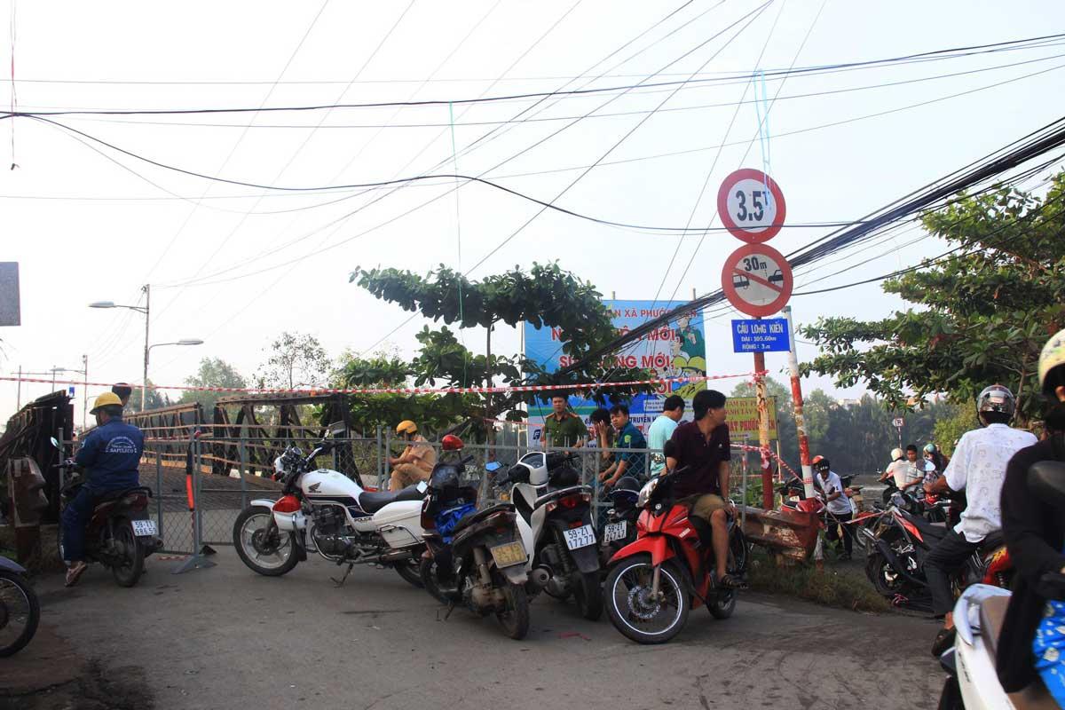 Phong tỏa giao thông xung quanh cầu Long Kiểng dự án Nhơn Đức Nhà Bè