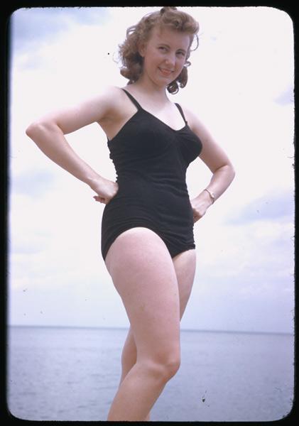 30 Stunning Vintage Portrait Photos Of Women In Bathing