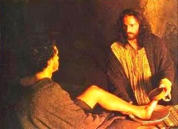 Representación de Jesús lavando el pie a su apostol
