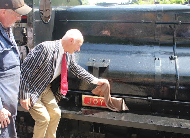 Paul Atterbury officially names Joyce
