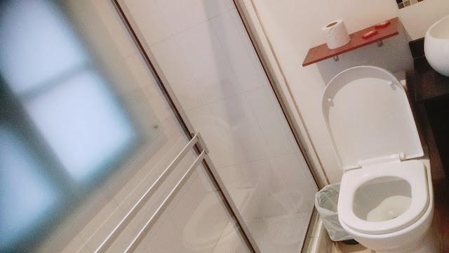 コロンビアのホテルのトイレ
