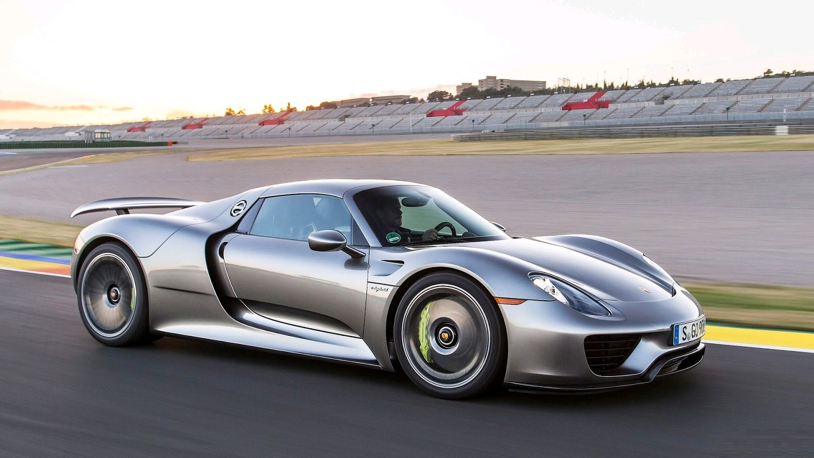 Porsche 918 Spyder là một trong những siêu phẩm đắt giá của Porsche