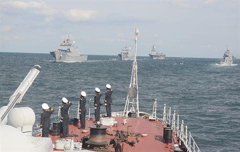 Biên đội tàu hải quân Việt Nam trong lễ duyệt binh kỷ niệm 60 năm ngày thành lập