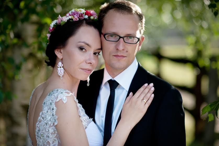 Różowy wianek ślubny z naturalnych kwiatów