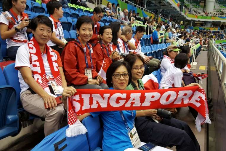 Yip Pin Xiu's mother holds the Singapore banner as she cheers for Pin Xiu on Sept 15, 2016.