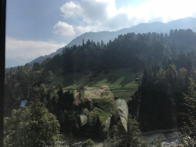 スイスのポストバスから見た外の風景