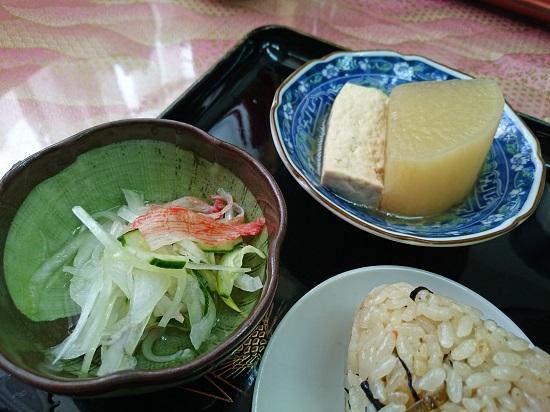 煮物と酢の物の写真