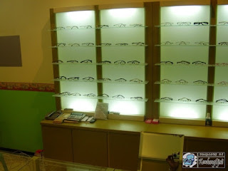 Kontraktor Interior - Display Etalase Toko Kacamata / optik / eyewear