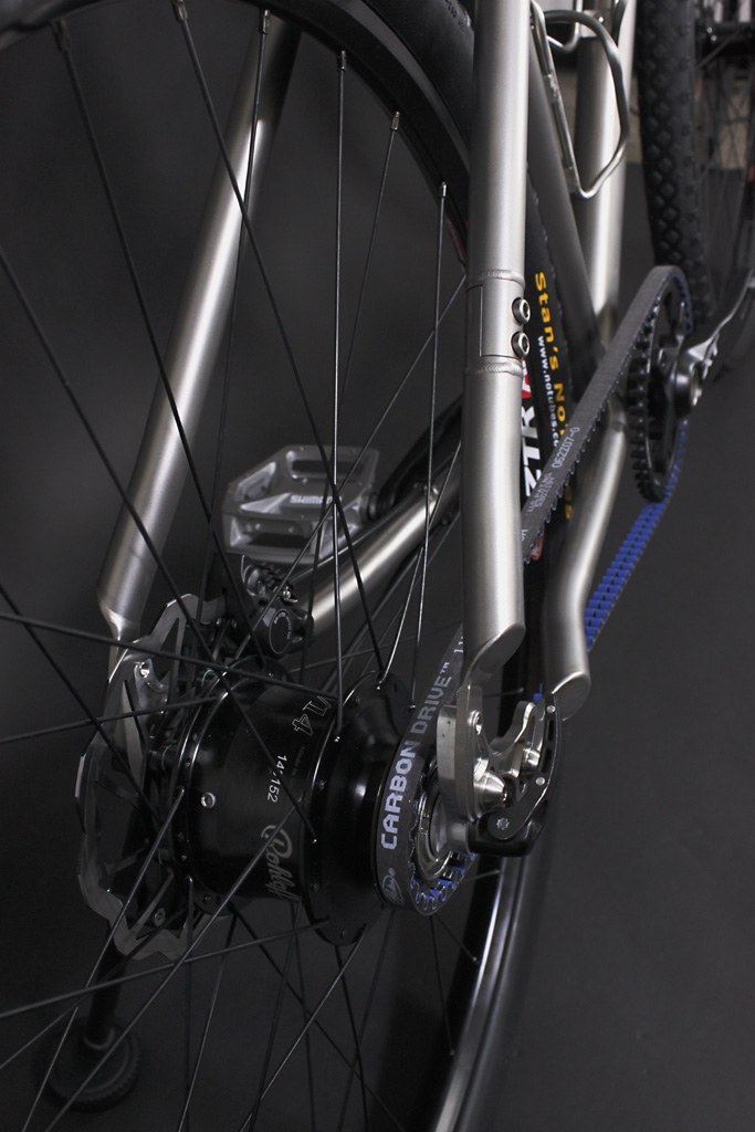 e8caa6444a8 The integrated Rohloff SPEEDHUB and Gates Carbon Drive belt system provides  a virtually maintenance-free drive train. This combination requires only an  ...
