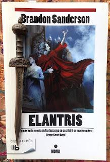 Portada del libro Elantris, de Brandon Sanderson