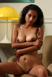 Andra aunty possing to bf hot 2 - 2 3