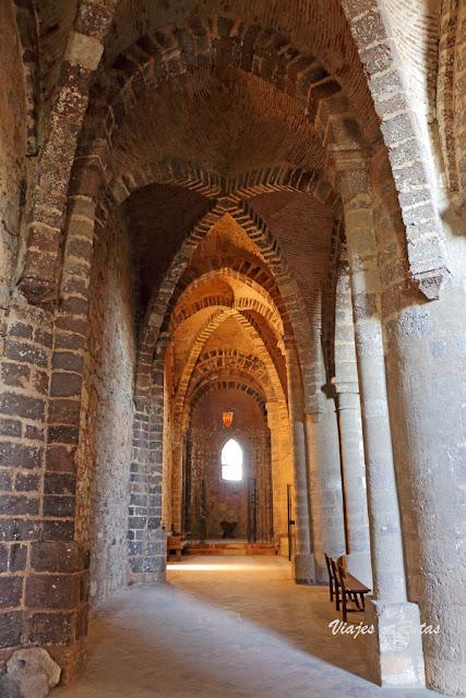 Interior de la iglesia abacial del Monasterio de Calatrava la Nueva