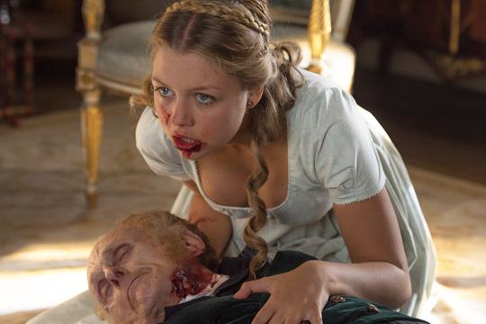 Annabelle Netherfield (Jess Radomska) en Orgullo y prejuicio y zombis - Cine de Escritor