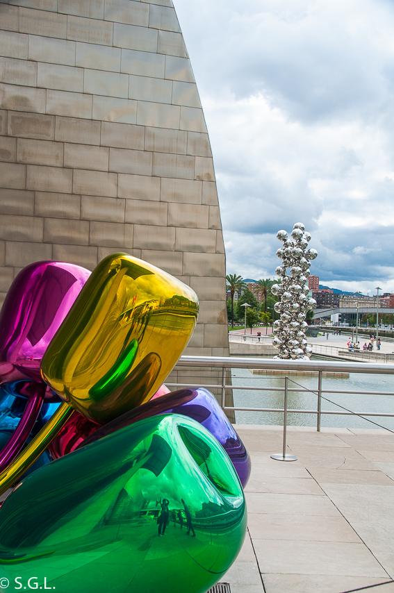 Terraza del Museo Guggenheim. Bilbao por una bilbaina. Los museos