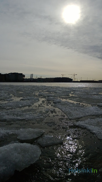 melting ice at Lauttasaarensilta