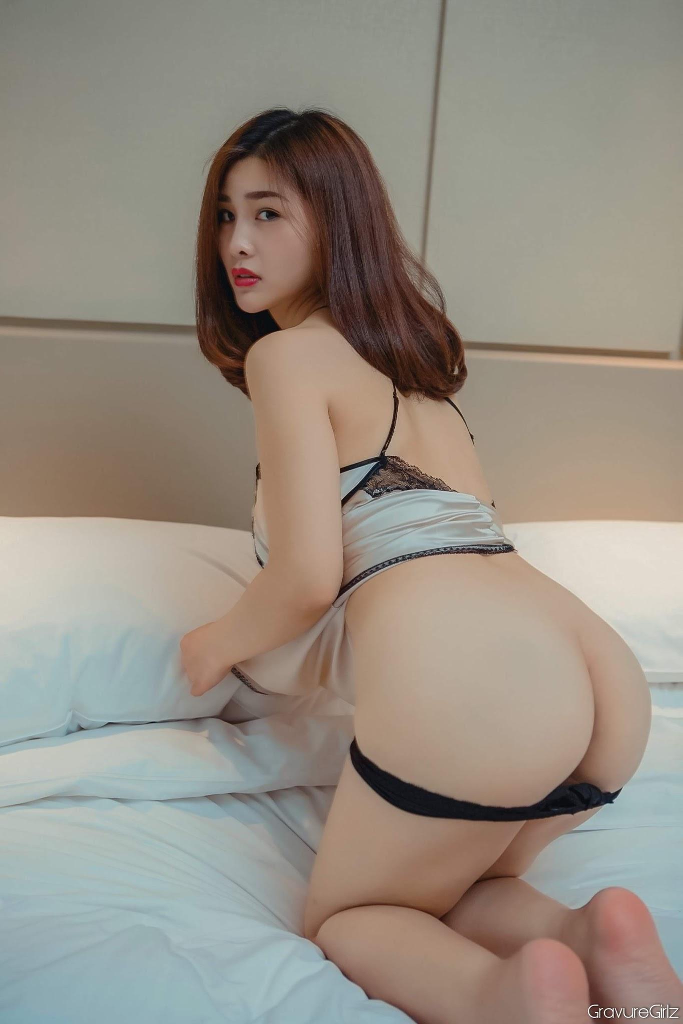 Yan Panpan 闫盼盼Sexy | Big Breasts Police Cosplay in Tiny ...