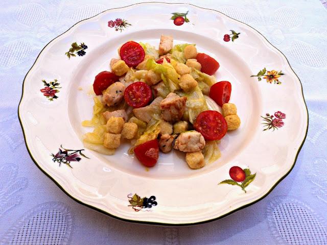 ensalada-pollo-picatostes-racion