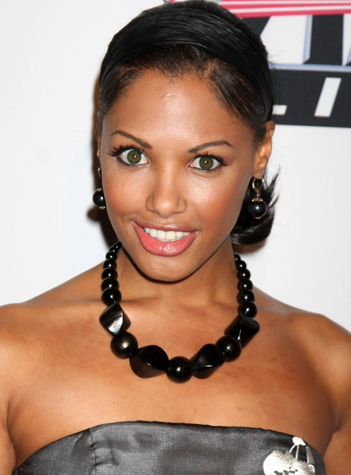 kd aubert eye color