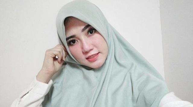 Via Vallen Kenakan Hijab, Warganet: Adem Banget Lihatnya