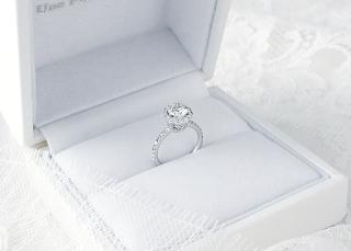 ダイヤモンドにこだわり、デザインにもこだわったオーダーエンゲージリング。