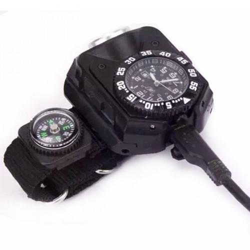 Jam Tangan Adventure Analog Waterproof Dilengkapi Senter Yang Menyala Terang!