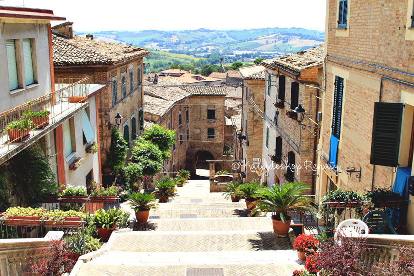 Widok z ulicy Piaggia w Marche