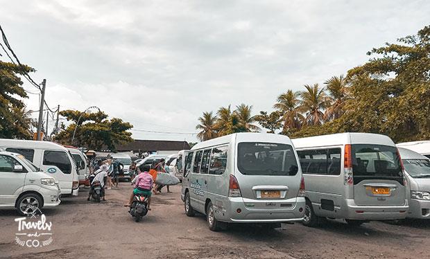Cómo ir en ferry desde Bali a las islas Gili parking padang bai