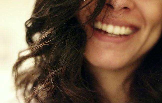 Donna dai capelli belli e sani