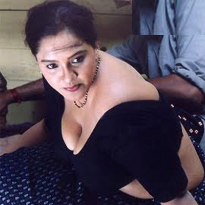 Desi Aunty Hot In Black Blouse Graph Mallu Surf