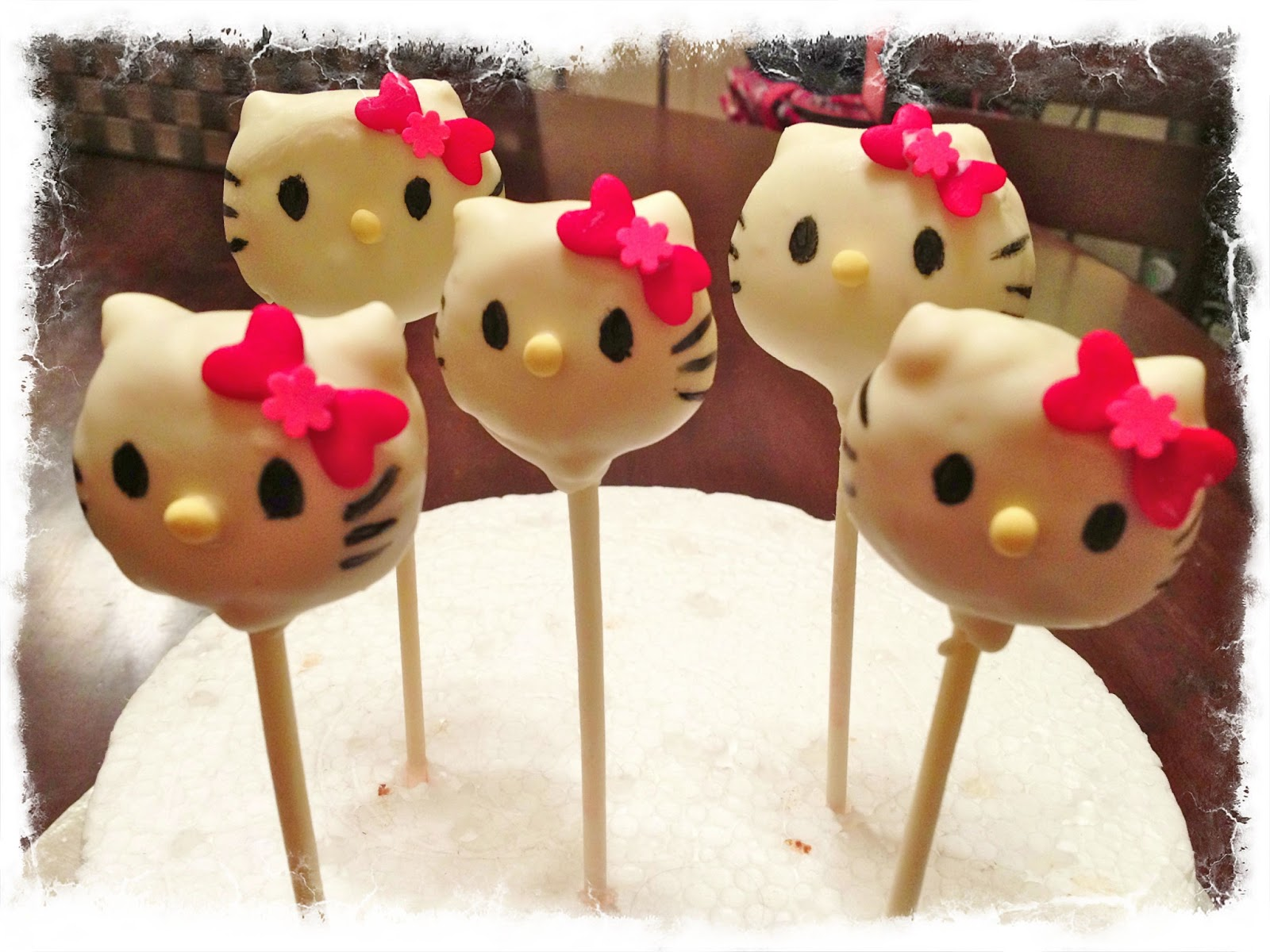 hello kitty cake pops - photo #14
