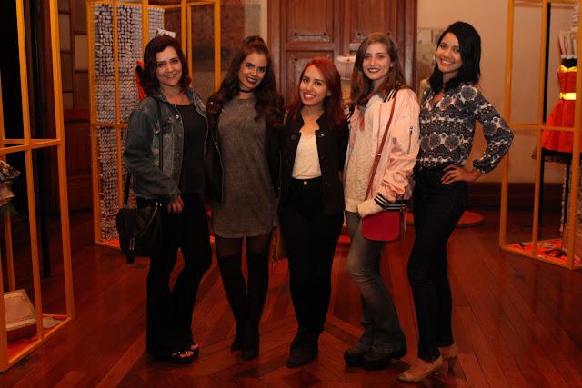 Andréia Camargos, Paola Machado,  Nayara Carneiro, Aninha Carvalho e Naiara Santos