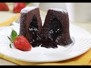 Resep Cake Chocolate Lava - Coklat merupakan salah satu jenis makanan yang banyak disukai. Coklat dapat diolah menjadi berbagai makanan terutama kue. Salah satu jenis kue yang menggunakan coklat sebagai bahan utamanya adalah lava cake. Kue coklat yang satu ini tidak memerlukan keahlian khusus untuk membuatnya. Jadi anda dirumah pasti bisa untuk membuat lava cake. Prosesnya pembuatanya cukup mudah jadi bagi anda yang belum pernah membuat kue sekalipun pasti bisa.  Ada yang mengatakan, 'sejarah' terciptanya chocolate lava ini berasal dari kegagalan yang terjadi di dapur seorang koki. Ia terlalu cepat mengeluarkan chocolate cake dari oven hingga bagian dalam cake yang ia panggang masih cair. Karena tak ada lagi waktu untuk memanggang cake tersebut, akhirnya sang koki memperkenalkannya dengan nama Chocolate Lava.  Dengan penyempurnaan teknik memasak, resep chocolate lava kini dapat Anda nikmati dengan bagian dalam yang meleleh, namun tetap matang sehingga aman bagi kesehatan. Berikut ini resepnya.