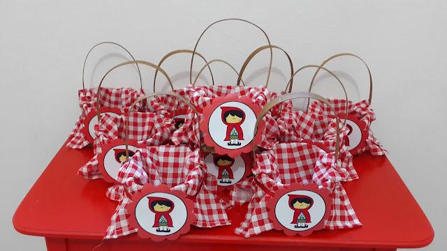 Centro de mesa Chapeuzinho Vermelho para festa de aniversário