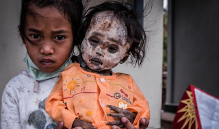 Το χωριό των ζωντανών νεκρών – Δεν γίνονται κηδείες και τα πτώματα κυκλοφορούν στους δρόμους μαζί με τους ζωντανούς (Photos)