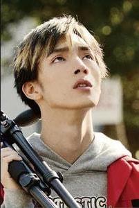 Hiroya Shimizu sebagai Kazuma, seorang Youtuber dan adik Mayu yang dikutuk oleh Sadako