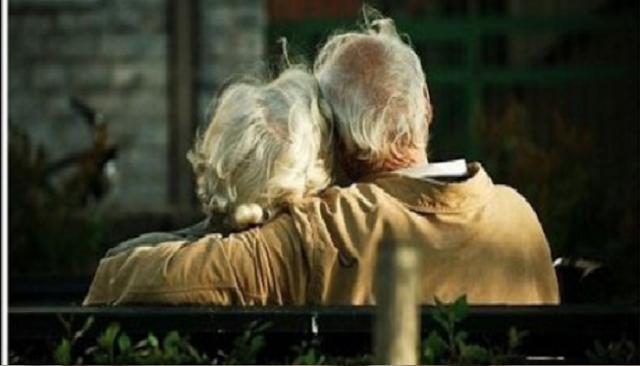 Ζήτησαν από έναν ηλικιωμένο να μιλήσει για την γυναίκα του
