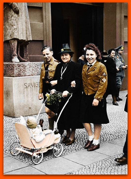 German mother with her three children, women color photos worldwartwo.filminspector.com